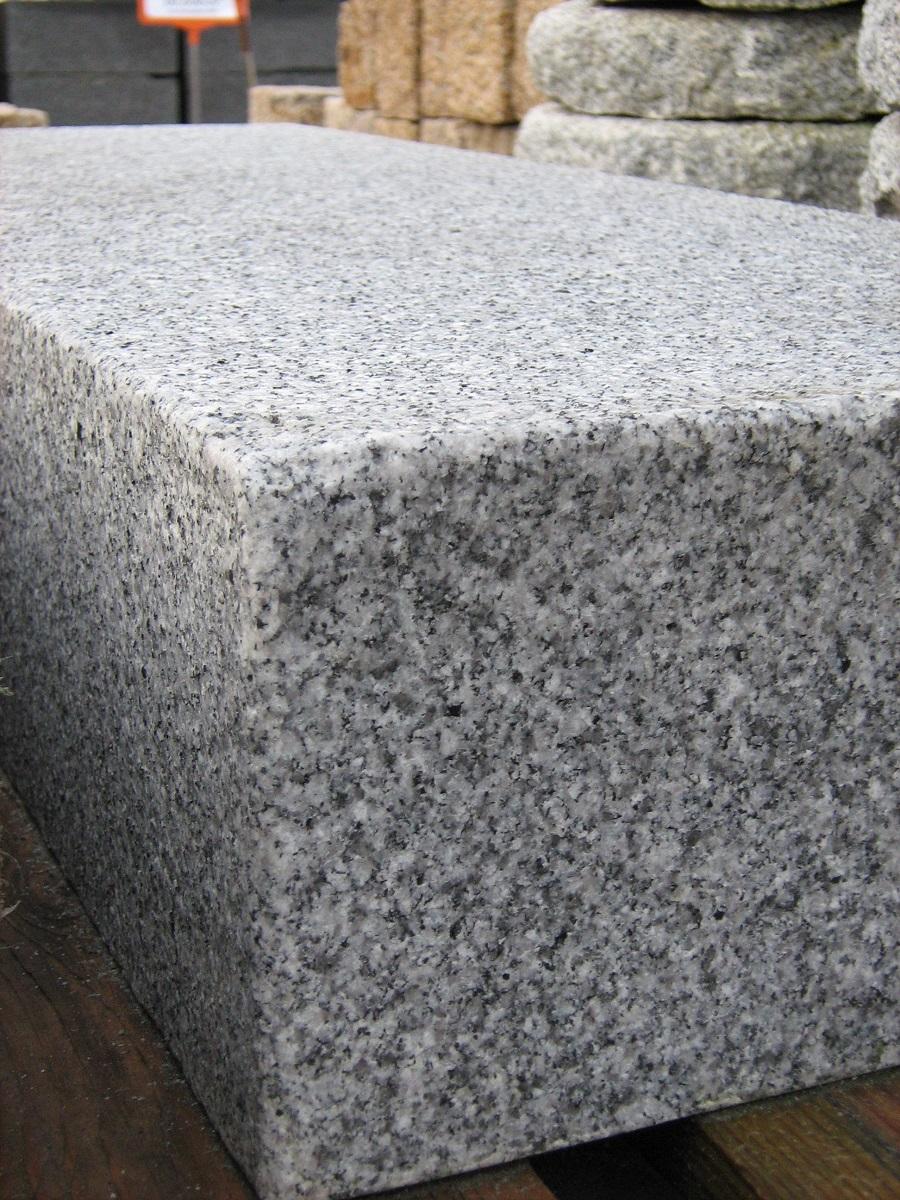 blockstufe architecture granit grau cantera naturstein. Black Bedroom Furniture Sets. Home Design Ideas